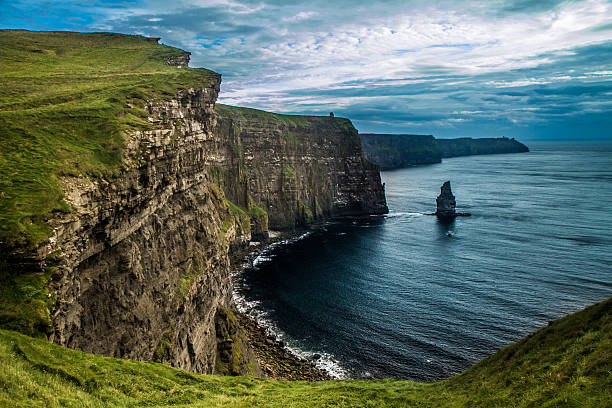 cliff of moher - cliffs of moher stock pictures, royalty-free photos & images