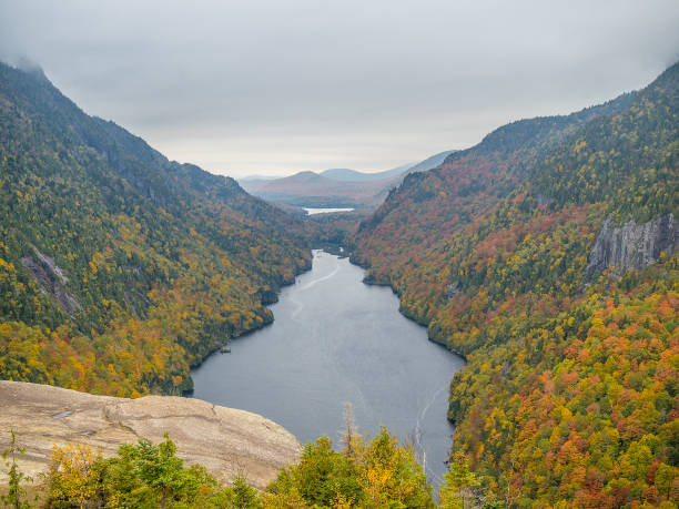 Cliff over Lower Ausable Lake in Adirondacks Cliff over Lower Ausable Lake in Adirondack Mountains apostatize stock pictures, royalty-free photos & images
