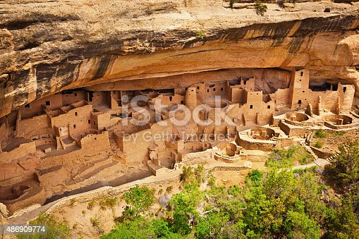 The Cliff Palace, one of the largest and most famous cliff dwelling site of the ancient pueblo tribe in the Mesa Verde National Park, Colorado, USA. The complex adobe cliff architecture was built by the southwest American ancient Pueblo, featuring housing, worship sites, storage and community space.