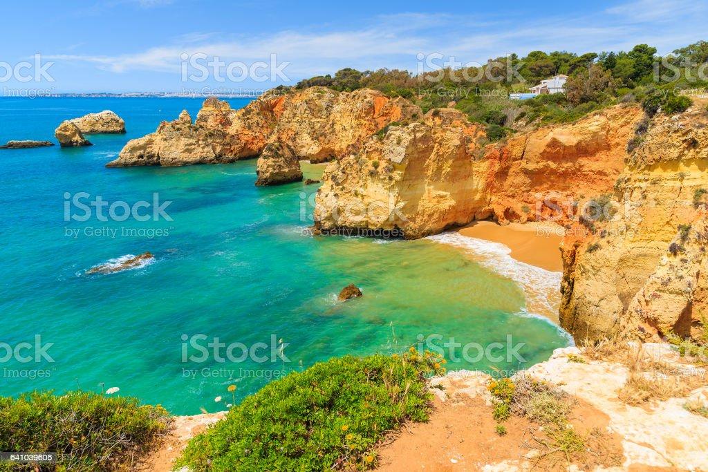 Cliff rocks on beautiful beach near Portimao town, Algarve region, Portugal - fotografia de stock