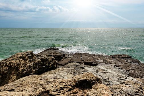 Cliffs In The Gulf Of La Spezia Punta Bianca Italy - Fotografias de stock e mais imagens de Ao Ar Livre
