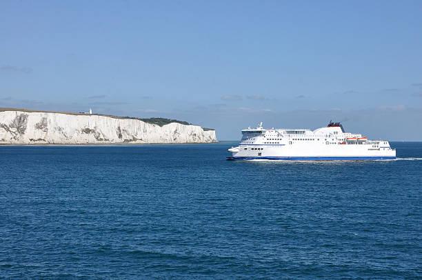 cliffs de dover - ferry imagens e fotografias de stock