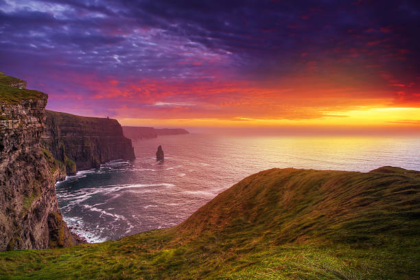 cliffs of moher at sunset - hdri landscape stockfoto's en -beelden
