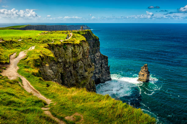 cliffs of moher in ireland - cliffs of moher stock pictures, royalty-free photos & images