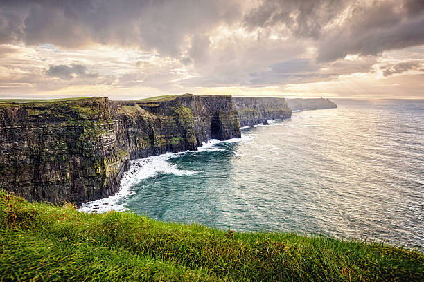 cliffs of moher, ireland - cliffs of moher stock pictures, royalty-free photos & images