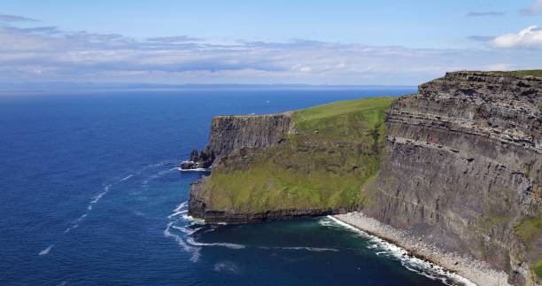 cliffs of moher, irland - county clare stock pictures, royalty-free photos & images