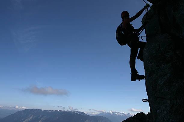kletterer silhouette - eisenstadt austria stock-fotos und bilder