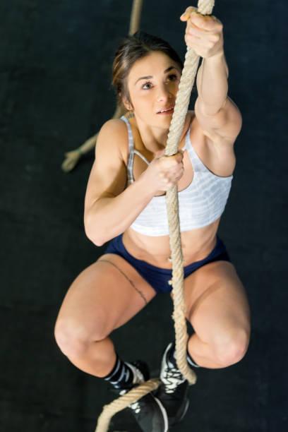 ein kletterseil in turnhalle - gymnastik tattoo stock-fotos und bilder