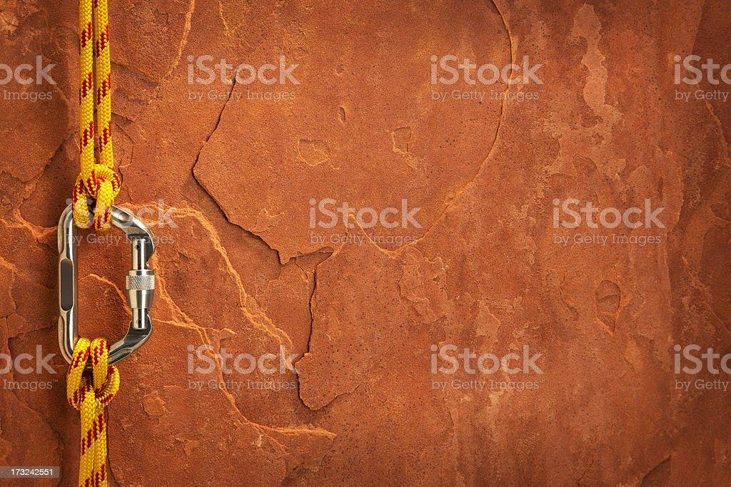 Equipo de escalada en roca roja - foto de stock