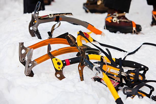 kletterausrüstung - kabelkanal weiß stock-fotos und bilder