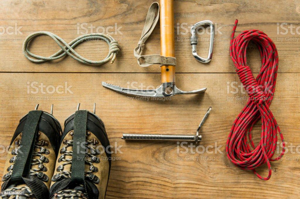 Kletterausrüstung Essen : Kletterausrüstung seil trekkingschuhe eisgeräte eispickel
