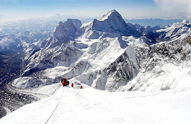 klettern everest - nepal tibet stock-fotos und bilder