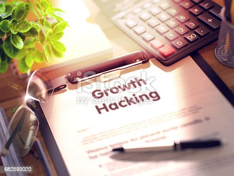 istock Clipboard with Growth Hacking. 3D 682593020