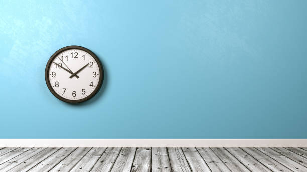 reloj de pared en la habitación del piso de madera - wall clock fotografías e imágenes de stock