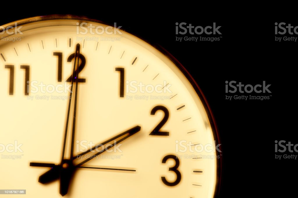 Clock face with the time 2 o\'clock