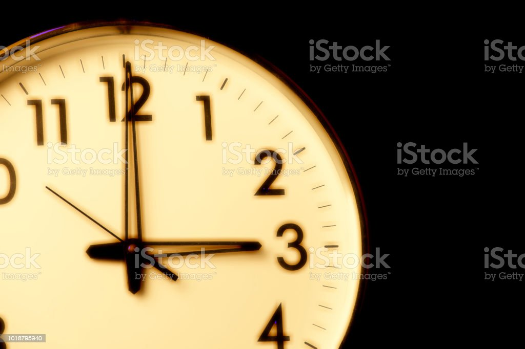 Clock face with the time 3 o\'clock