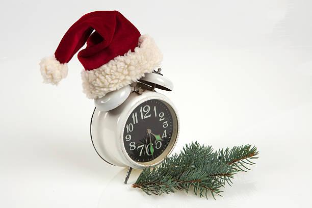 uhr.  kurz vor weihnachten - schnelles weihnachtsessen stock-fotos und bilder