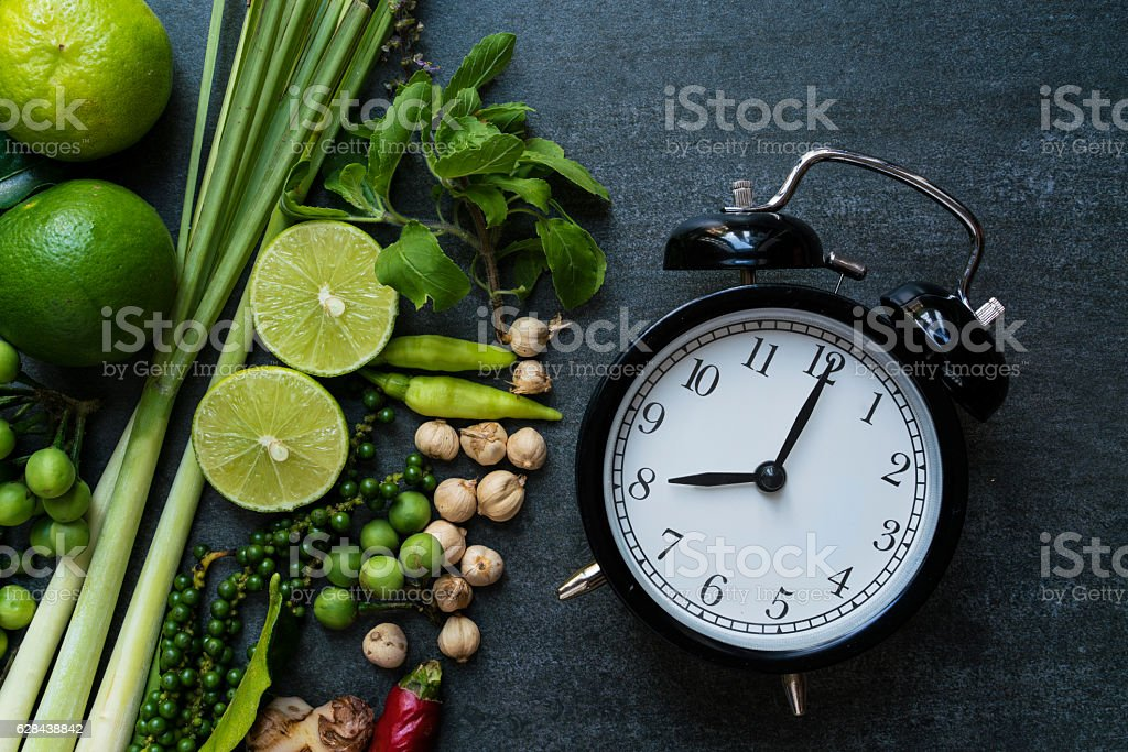 Clock on table prepare for cooking – Foto