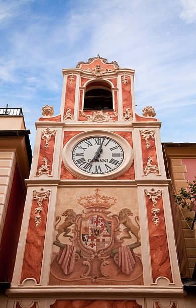 Clock Tower in der Stadt Loano, Ligurien, Italien – Foto