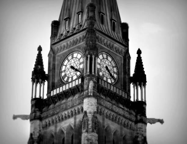 clock tower-ottawa - kanada rundreise stock-fotos und bilder