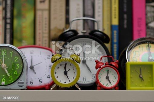 istock Clocks on bookshelf 914822092