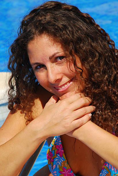 cloes-up of woman at the pool - kvinna cloes up bildbanksfoton och bilder