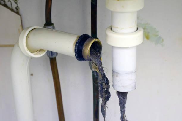 verstopfte waschbecken rohr - kanalisationsabflüsse stock-fotos und bilder