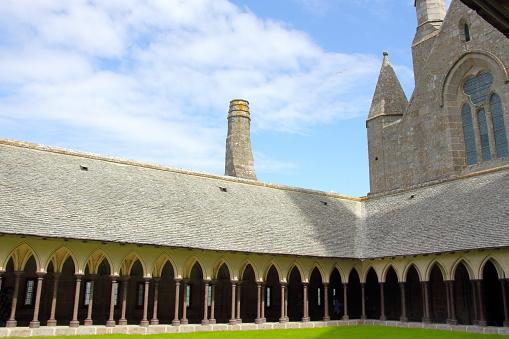 Klooster In Mont Saintmichel Stockfoto en meer beelden van Abdij