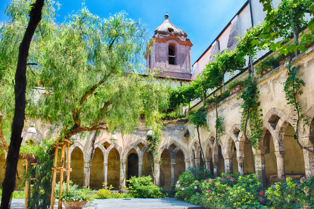 Cloister of San Francesco d'Assisi Church in Sorrento, Italy - foto stock