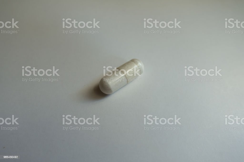 Close shot of white magnesium citrate capsule zbiór zdjęć royalty-free
