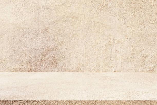 z bliska w wieku tan kolor cementu ściany tekstury tła z płytki podłogi perspektywy zwykły do pokazu lub reklamować lub promować produkt i treści na wyświetlaczu - beżowy zdjęcia i obrazy z banku zdjęć