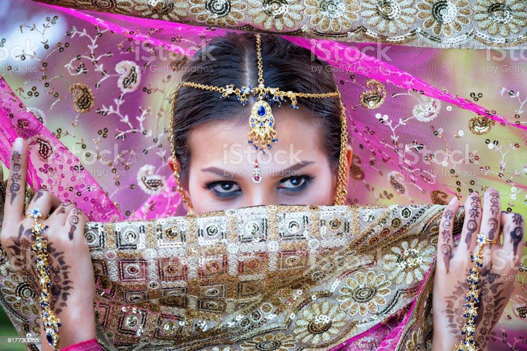 Schöne indische Mädchen Jungen hindu-Frau Modell mit Kundan Schmuck hautnah. – Foto