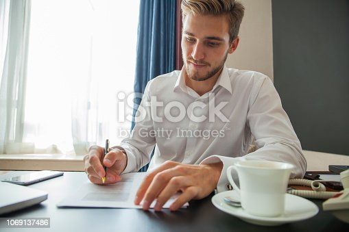 659493026 istock photo Close up business man signing contract making a deal, classic business. 1069137486