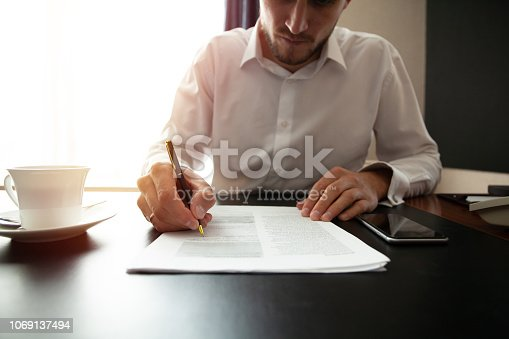 659493026 istock photo Close up business man signing contract making a deal, classic business. 1069137494