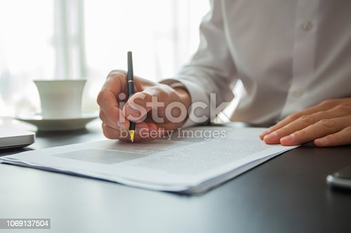 659493026 istock photo Close up business man signing contract making a deal, classic business. 1069137504
