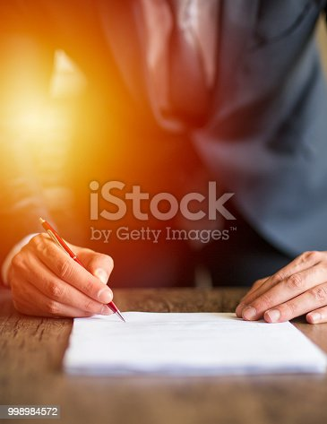 659493026 istock photo Close up business man signing contract 998984572