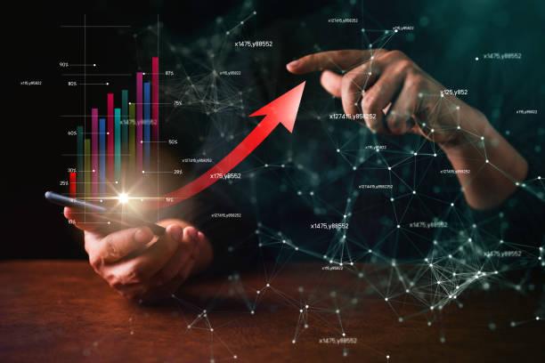 スマートフォンショービジネス金融仮想チャートでビジネスマンをクローズアップ矢印が立ち上がる ストックフォト