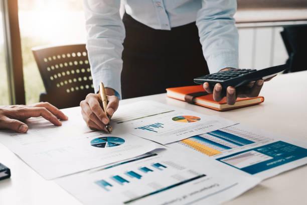 Nahles Treffen von Geschäftsleuten, um die Situation auf dem Markt zu besprechen. Business Financial Concept – Foto