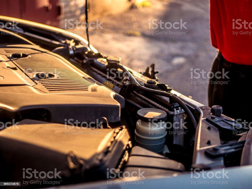 close up car opened hood motor zbiór zdjęć royalty-free