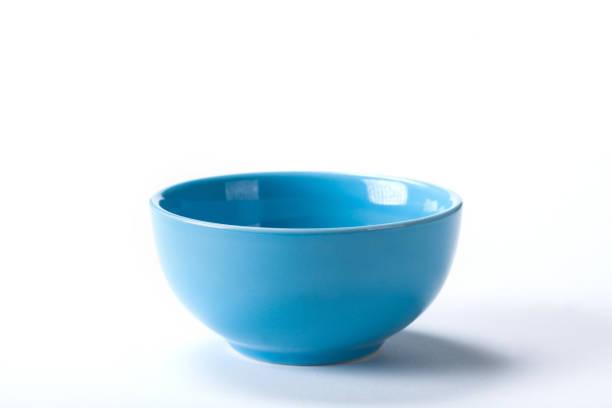 Close up Keramik-Blaue Schüssel isoliert auf weißem Hintergrund schießen im Studio mit Platz für Kopie. – Foto