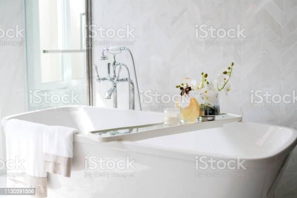 Close up chrome faucet shower bath tub room interior design picture id1130591556?b=1&k=6&m=1130591556&s=612x612&h=xiyquzzsmkwqq2alr1ohiwkatwr4lj2qntcbycxjxsm=