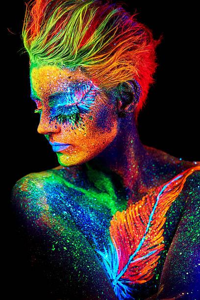 close up color uv portrait - piume colorate foto e immagini stock