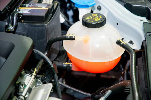 Kühlmittel-Container in ein Auto Motorraum hautnah – Foto
