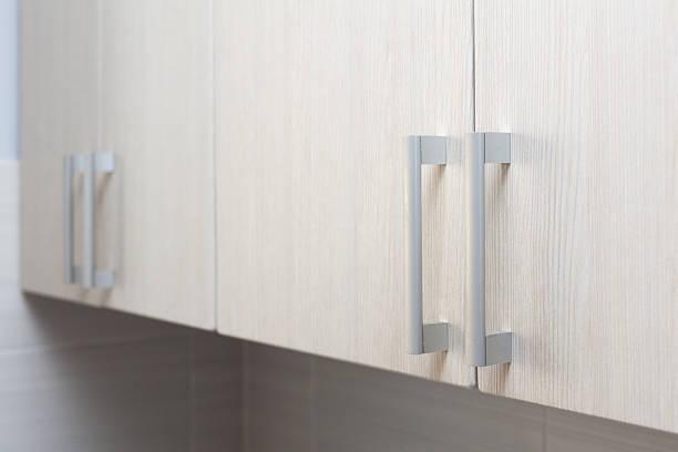 close up door handles in kitchen - geschlossene küchen stock-fotos und bilder