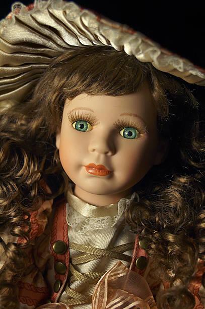 """primer plano de la cara: muñeca retrato con perfil en'u"""" - muñeca bisque fotografías e imágenes de stock"""