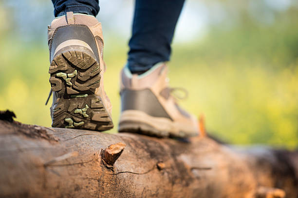 close up feet of a female hiker. - obstacle run stockfoto's en -beelden