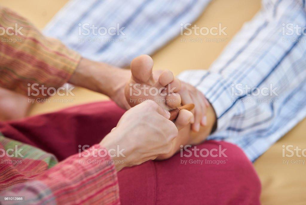 Schließen Sie Finger massiert. - Lizenzfrei Bein - Anatomiebegriff Stock-Foto