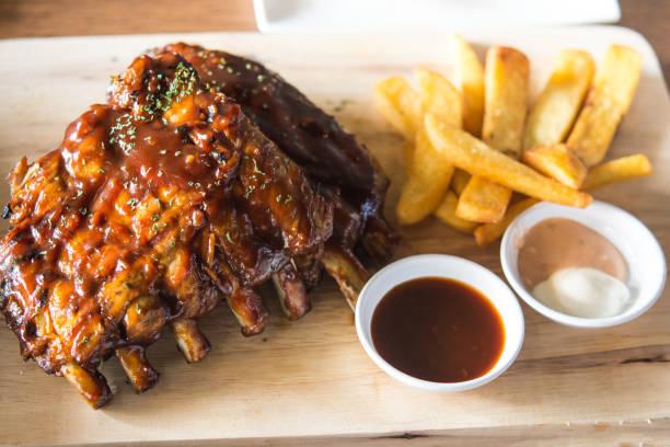 close up gourmet grilled pork rib and fried potato - 등 뉴스 사진 이미지