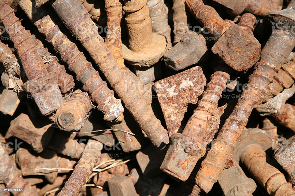 Close up group of metal sleepers screws foto royalty-free