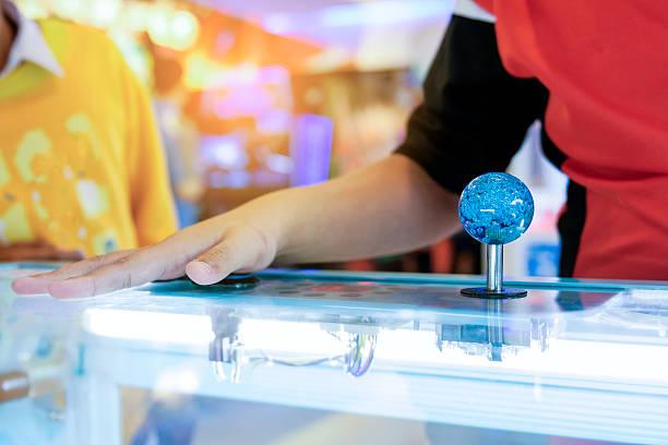 close up hand control joystick of arcade,vintage tone,close - pinball spielen stock-fotos und bilder